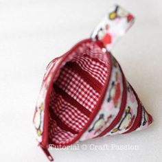zip-itself triangular coin purse