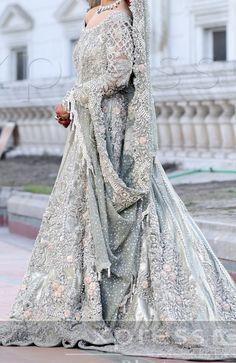 Indian Gowns Dresses, Pakistani Bridal Wear, Pakistani Dress Design, Pakistani Wedding Dresses, Indian Wedding Outfits, Bridal Outfits, Pakistani Outfits, Couple Wedding Dress, Asian Wedding Dress