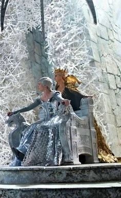 the huntsman-winters war..freya the ice queen [emily blunt] queen ravenna [charlize theron]