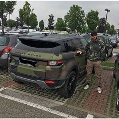 Cars Discover Rate this military Range rover . Range Rover Evoque, Range Rover Sport, Range Rovers, Bugatti, Supercars, Dream Cars, Carros Toyota, Best Luxury Cars, Luxury Auto