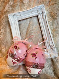 Húsvéti tojás, decoupage technikával díszítve, mérete: 9 cm. Más színben és mintával is kérhető. Photo Props, Christmas Bulbs, Decoration, Holiday Decor, Home Decor, Decor, Decoration Home, Christmas Light Bulbs, Room Decor