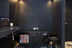 Black with colour-splash tiles/ Decorismo