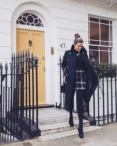 London's stepping it up today with the cold crisp weather! ❄️ {Outfit link in bio - coat is on sale! }