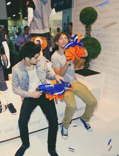I love how mischievous Zayn and Louis are together.