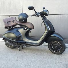 Vespa 946 X Giorgio Armani I could kill a kitten for these! Vespa 946 X Giorgio Armani I could kill a kitten for these! Vespa Motor Scooters, Scooter Bike, Lambretta Scooter, Piaggio Vespa, Vespa Gts, Vespa Sprint, Vintage Vespa, Electric Vespa, Giorgio Armani
