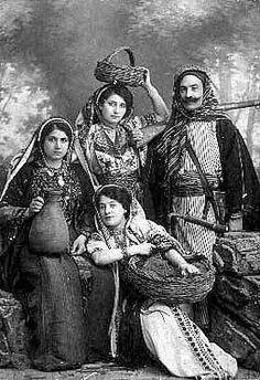 Traditional Palestinian costumes worn by tourists in Jerusalem, Palestine People, Palestine History, Palestine Art, Bethlehem Palestine, Saudi Arabia Culture, Muslim Culture, Wolf Predator, Asian History, Jewish History