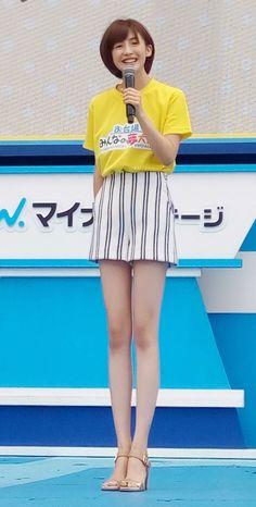 Pin by Jim on Cute in 2019 Japanese Beauty, Korean Beauty, Korean Short Hair, Beautiful Young Lady, Sexy Legs And Heels, Girls In Leggings, Beautiful Legs, Asian Fashion, Hair Beauty