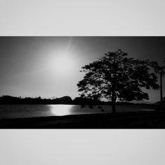Até em preto e branco o sol dá espetáculo.