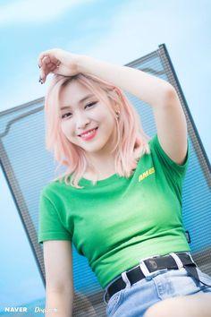 dedicated to female kpop idols. Kpop Girl Groups, Korean Girl Groups, Kpop Girls, Girls Generation, Mamamoo, Loona Kim Lip, Jennie Blackpink, K Idol, These Girls
