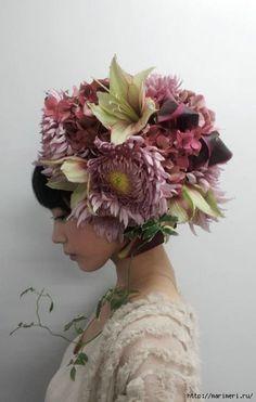 Takaya Hanayushi's floral creations via sho & tell: Flowers In Her Hair. Flower Headdress, Floral Headpiece, Foto Portrait, Arte Floral, Japanese Artists, Belle Photo, Fascinator, Hairdresser, Her Hair
