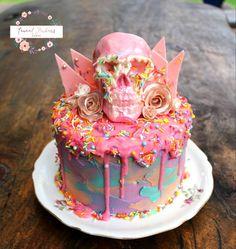 Pastel Drippy Cake + Pink Chocolate Skull & Shards Pastel Drippy Cake + Pink Chocolate Skull & Shards Chocolate cake filled with vanilla swiss buttercream & boysenberry compote. Halloween Desserts, Halloween Birthday Cakes, Drip Cakes, Goth Cakes, Sugar Skull Cakes, Halloween Backen, Pear Cake, Occasion Cakes, Savoury Cake