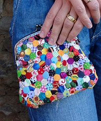 Hexagon Clutschpurse- oh love! I will probably never make hexies this small but I love this!