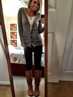 white under - light grey sweater - black or jeans skinny - brown boots