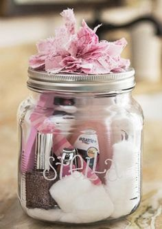 New Holiday Diy Gifts For Friends Homemade Christmas Ideas Diy Gifts In A Jar, Easy Diy Gifts, Mason Jar Gifts, Homemade Gifts, Craft Gifts, Cute Gifts, Mason Jars, Pot Mason, Gift Jars