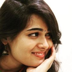 Shalini Pandey is an Indian film actress. She made her debut with the Telugu movie Arjun Reddy. Indian Tv Actress, Indian Actresses, Actors & Actresses, Love Couple Images, Beautiful Girl Wallpaper, Cute Poses, Celebs, Celebrities, Hottest Photos