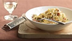 Spaghetti carbonara is a crowd-pleaser if ever there was one – eggs, cheese, bacon and pasta. And ready in the time it takes to boil spaghetti. This is designed to be a low cost recipe. Easy Pasta Dishes, Easy Pasta Recipes, Healthy Recipes, Rick Stein, Italian Recipes, Italian Dishes, Pesto