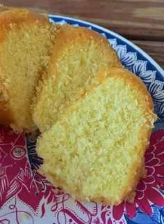 Budín de coco Cake Recipes, Dessert Recipes, Desserts, Bunt Cakes, Plum Cake, Pan Dulce, Bread Cake, Almond Cakes, Breakfast Dessert