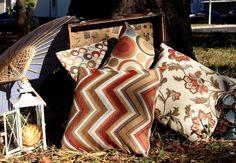"""Almofada é uma peça que faz toda diferença num ambiente, na composição de um sofá, uma poltrona, cadeira, pufe etc. Ela é sempre um coringa para dar um """"up"""" na elegância do seu ambiente. www.ehideia.com"""
