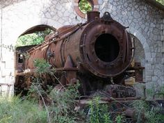Abandoned steam engine. #steam #steamengines
