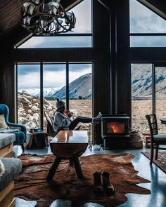 Dreaming of buildling a holiday cabin somewhere in the wild? Check out how one Australian couple built their own summer escape in New Zealand. Winter Cabin, Cozy Cabin, Cozy House, Snow Cabin, Cabins In The Woods, House In The Woods, Beautiful Homes, Beautiful Places, Beautiful Beautiful
