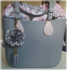 Obag grigio Hobo Handbags, Cross Body Handbags, My Bags, Purses And Bags, Wooden Bag, Louis Vuitton Designer, Fab Bag, Goodie Bags, Bagan