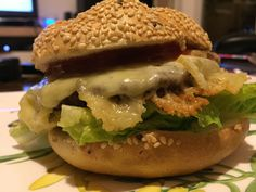 Cheeseburger #waskochen Cheese Burger, Kraut, Hamburger, Ethnic Recipes, Delicious Dishes, Easy Meals, Cooking, Food Food, Recipies