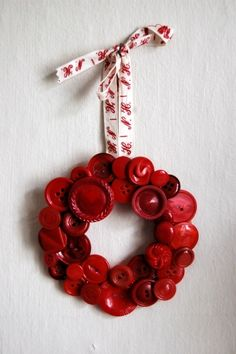 Top 10 Christmas Wreath Ideas - including this button wreath!  eclecticallyvintage.com