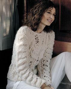 Strik selv: Råhvid sweater med hulmønster - Hendes Verden Sweater Knitting Patterns, Knitting Designs, Knitting Sweaters, Cozy Sweaters, Mohair Sweater, Cotton Sweater, Big Knits, Summer Knitting, Lace Patterns