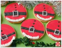 Decorated Christmas cookies don't have to be difficult. Find cookie decorating tips, tricks, recipes and how-to video for fun SANTA BELLY COOKIES and more! Best Christmas Cookies, Christmas Sweets, Christmas Cooking, Noel Christmas, Christmas Goodies, Christmas Ideas, Homemade Christmas, Christmas Countdown, Christmas Christmas
