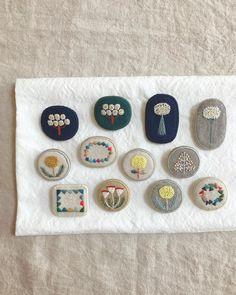 "tukumokumo つくもくも on Instagram: ""「つくもくも展」 11月17日土曜日に在廊しております 宜しくお願いいたします ☺︎ #ハンドメイド#刺繍#ブローチ#刺繍ブローチ#手仕事#手刺繍#handmade #brooch #embroidery #handembroidery #tukumokumo"" Textile Jewelry, Fabric Jewelry, Textile Art, Embroidery Thread, Cross Stitch Embroidery, Embroidery Patterns, Arte Lowbrow, Fabric Brooch, Textiles"