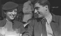Gerda Taro y Robert Capa en Fred Stein Gopro Photography, Landscape Photography, Portrait Photography, Wedding Photography, William Eggleston, Martin Parr, Film Camera, Camera Gear, Robert Capa