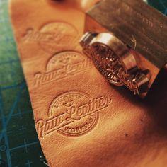 Leather Stamp    Personalizacja (tłoczenie nazwy) – Raw Leather