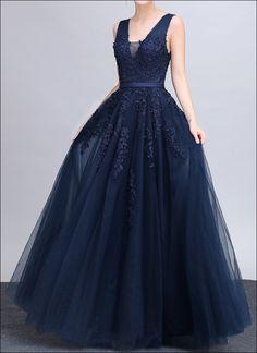 Marineblaues Korsagenkleid mit Spitzenapplikationen und V- Ausschnitt. Eignet sich als Brautmutter- oder Hochzeitskleid.