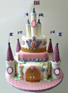 Castle Cake - 3 different flavors of cake and fillings. Covered with fondant, decorations fondant and GP. Cute Cakes, Yummy Cakes, Beautiful Cakes, Amazing Cakes, Fondant Cakes, Cupcake Cakes, Birthday Cake Girls, Cake Flavors, Girl Cakes