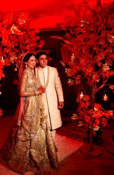 A Gorgeous Gold Sabyasachi Lehenga for this Band Baaja Bride ! Big Fat Indian Wedding, Indian Bridal Wear, Asian Bridal, Pakistani Bridal, Indian Wear, Indian Weddings, Desi Wedding, Wedding Attire, Wedding Lehnga