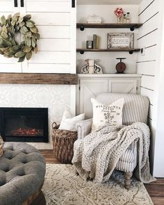 Use these interior decor tips to enhance your house and give it new life. Home decorating is fun and will change your house into a home if you learn how to do it right. Home Living Room, Living Room Designs, Living Room Decor, Living Spaces, Estilo Country, French Country Bedrooms, Bedroom Country, Decoration Inspiration, Decor Ideas