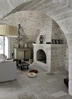 House in Puglia Beautiful Villas, Beautiful Homes, Interior Architecture, Interior And Exterior, Italian Home, Italian Farmhouse, Italian Villa, Brick And Stone, White Stone