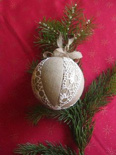 Burlap and lace ornament as favors