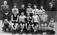 Future London gangsters the Kray twins, Ronnie (1933 - 1995, front row, third from left) and Reggie (1933 - 2000, front row, third from right) with their youth boxing team and a trophy, circa 1946. (Photo by Evening Standard/Hulton Archive/Getty Images). S)
