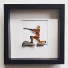 Jeger av glassbiter og stein. Str 23x23 cm. #beachglassart#seaglassart#hunter#hunting#brownglass#fryddesignogredesign