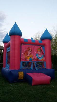 We rented this bouncy house for my daughter's 6th birthday party... it was awesome.  They don't do it by the hour, they gave it to us for the whole day.  They also rent tables and chairs too!  Wenatchee - Leavenworth - Cashmere - Rock Island 509-885-8458