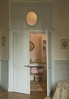 Interiors and decorations Cozy Corner, Paint Colors, Shabby Chic, Room Decor, Windows, Mirror, Villeneuve, Furniture, Mademoiselle