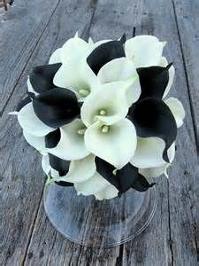 black calla lilies. Absolutely stunning arrangement!