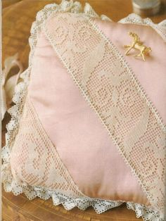 (9) Gallery.ru / Фото #168 - 2014 - ergoxeiro Filet Crochet, Crochet Lace, Romanian Lace, Patchwork Pillow, Cushions, Pillows, Crochet Patterns, Embroidery, Blanket