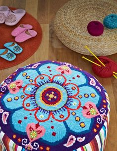 Groovy Pouffe from Supersize Stitches by Jacqui Pearce www.supersizestitches.com