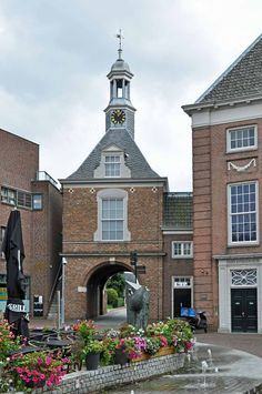 Waterpoort #tiel #poort Holland, All Over The World, Big Ben, Netherlands, Mansions, Country, House Styles, City, Building