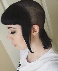 Cool Chelsea Cut Thanks 😍💯🖤 Chica Skinhead, Skinhead Girl, Skinhead Fashion, Edgy Short Hair, Girl Short Hair, Short Hair Cuts, Short Hair Styles, Short Girls, Chelsea Cut