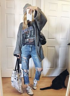 Grey Oversized knit cardigan+black band tee+boyfriend jeans+beanie+white sneakers+printed tote bag. Fall Casual Outfit 2017 #casualwinteroutfit