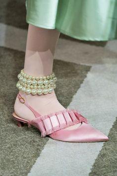 Funky Shoes, Nursing Shoes, Unique Shoes, Hot Shoes, Mode Outfits, Fashion Details, Fashion Boots, Designer Shoes, Designer Handbags