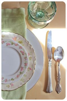studiowed.net; Pieces included in full-service settings are: mismatched vintage salad & dinner forks, spoon and knife, dinner plate, salad plate and bread & butter saucer adorned with a vintage napkin and beautiful water goblet. 8.50 per set, have 100. for 150 is $1275 vs $836 for same amount rented from alpine, with napkin $5.52, neither price includes dessert plates or cup/saucer
